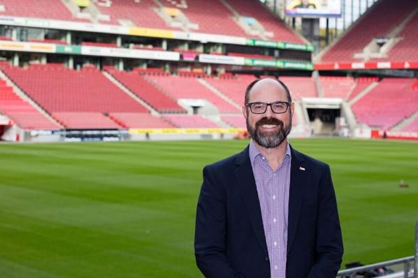 """Leitet als """"Kapitän"""" die Geschicke seines Vereins: Lutz Wingerath, Geschäftsführer der Kölner Sportstätten GmbH. - copyright: Alex Weis."""