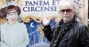 Roncalli-Direktor Bernhard Paul freut sich dem Jubiläumsfest mit Panem et Circenses die Krone aufzusetzen. - copyright: Circus Roncalli
