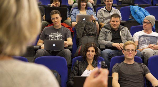 Im Jubiläumsjahr vergibt die Medienschule weltweit 40 Stipendien. - copyright: SAE Institute