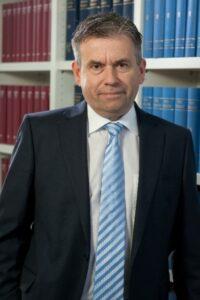 Stephan Michels fasst die wichtigsten steuerlichen Neuerungen auf. - copyright: DORNBACH GmbH