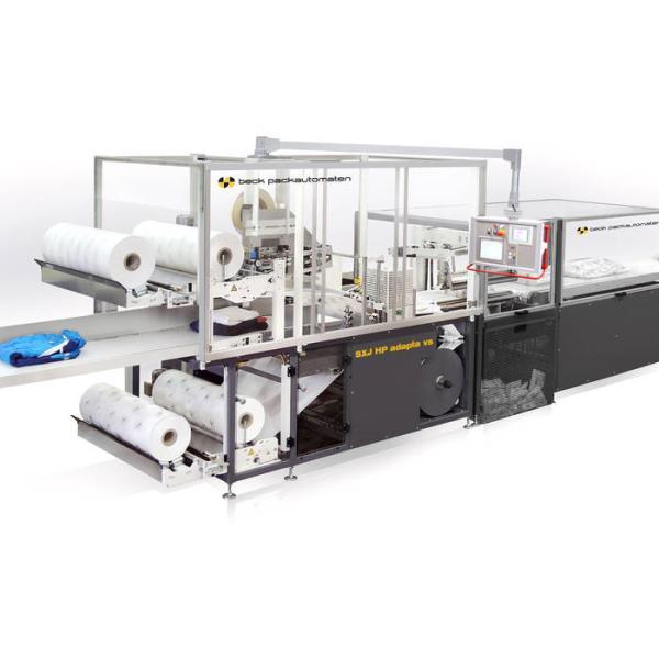 Ob mit manueller oder vollautomatischer Produktzuführung, mit dem einzigartigen beck-Serienpackerprinzip werden verzugfreie, formschöne und enganliegende Verpackungen hergestellt. - copyright: beck packautomaten GmbH