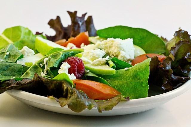 Immer mehr Menschen richten ihre Essgewohnheiten nach bestimmten Vorgaben. Ernährungstrends sind gefragt wie nie. Doch wie ist der Boom nach Diäten zu erklären? - copyright: pixabay.com
