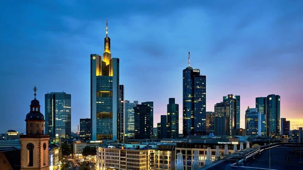 Es locken lukrative Jobs in Frankfurt - copyright: pixabay.com