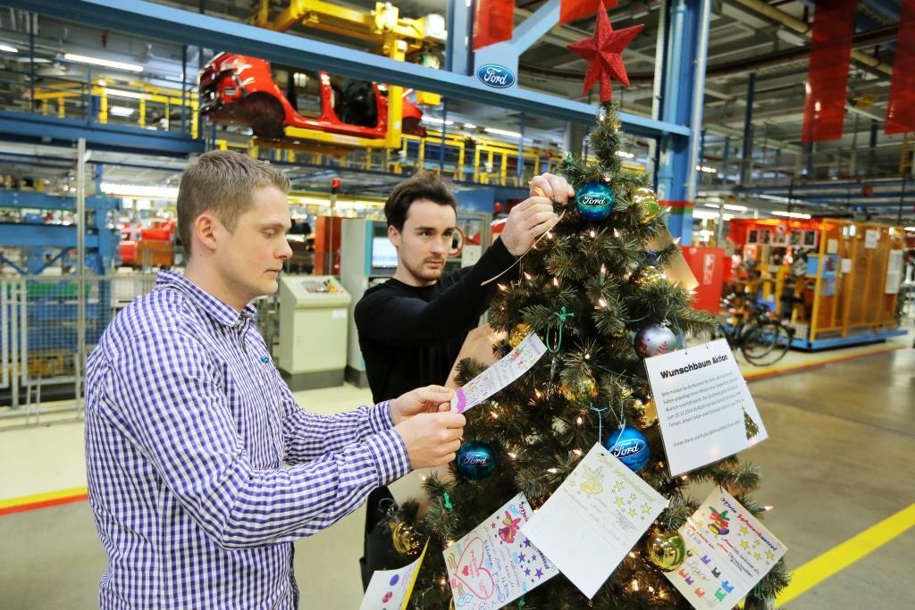 Weihnachtsbaum mit Wunschzetteln in der Ford Fiesta-Fertigung. - copyright: Ford-Werke GmbH / Friedrich Stark