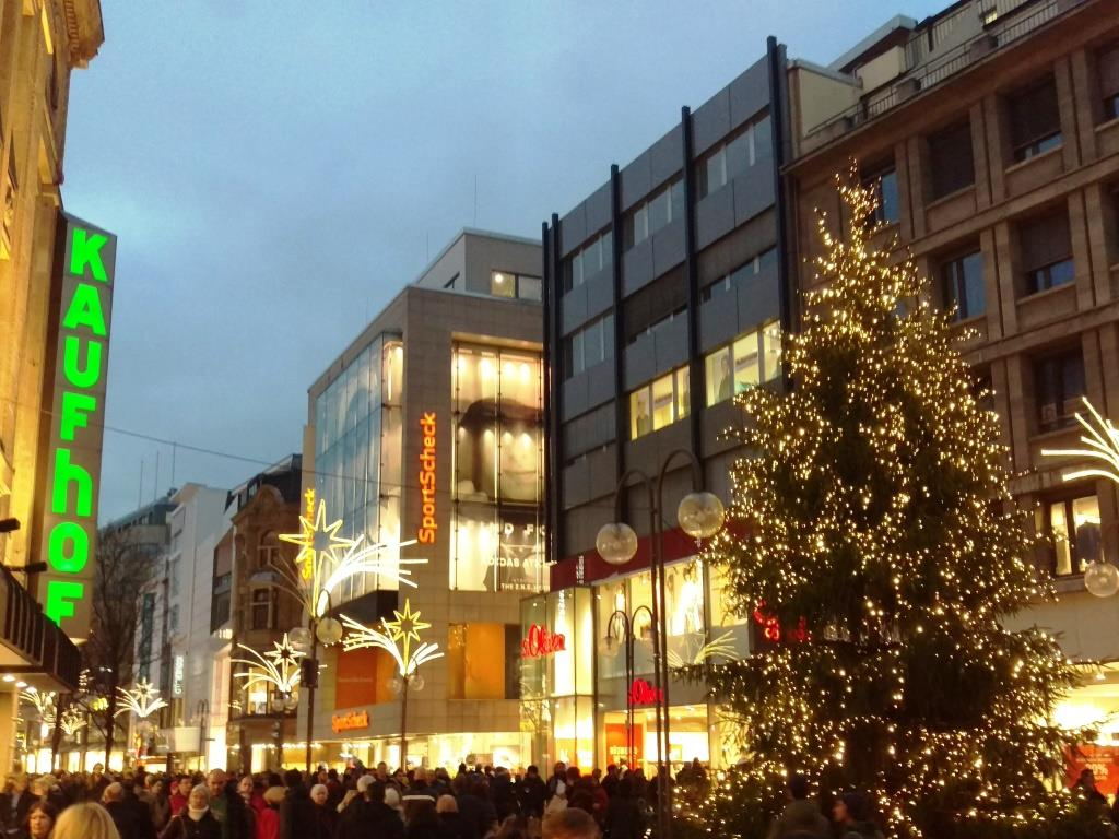 Der Kölner Handel freut sich über die weihnachtliche Atmosphäre - copyright: CityNEWS