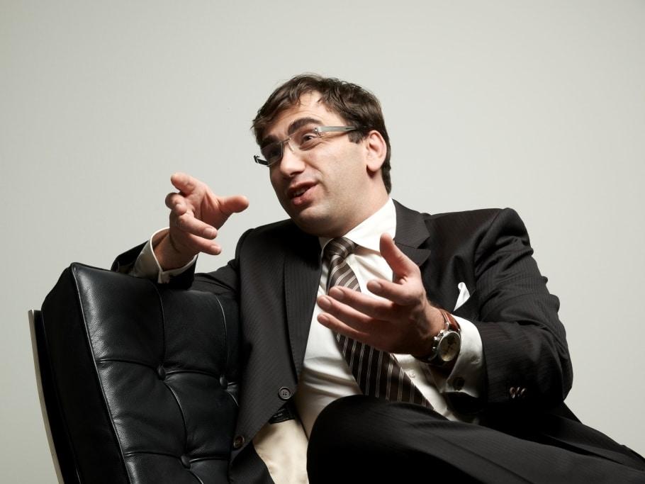 """Sven Gábor Jánszky (43) ist Zukunftsforscher und Chairman des größten deutschen Zukunftsinstituts """"2b AHEAD ThinkTank"""". - copyright: Roman Walczyna"""