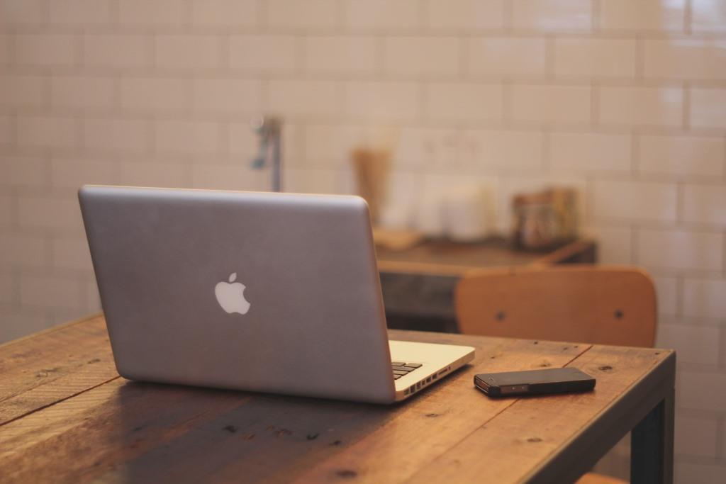 Das Arbeiten in den eigenen vier Wänden - im Home-Office - wird immer beliebter. - copyright: pixabay.com
