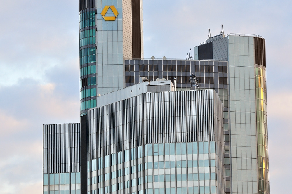 Der Commerzbank-Tower in Frankfurt am Main. - copyright: Vytautas Kielaitis – 471616337 / Shutterstock.com