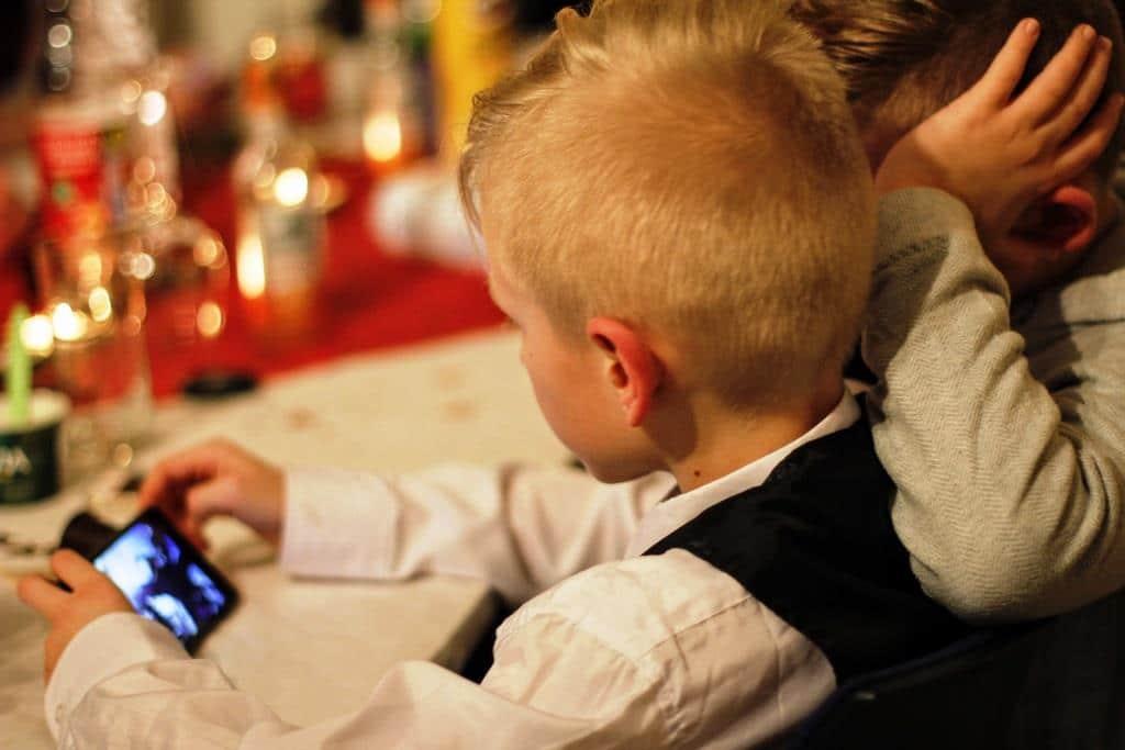 Besonders beliebt sind die Guthabenkarten bei Eltern, um die Kontrolle über die Mobilfunk-Kosten der Kindern zu haben. - copyright: pixabay.com