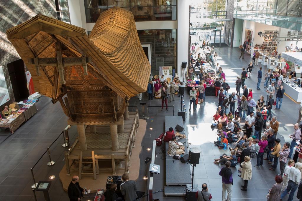 Das in der Nähe des Neumarkts neu gebaute Rautenstrauch-Joest-Museum musste quasi schon saniert werden, bevor der erste Besucher durch die Völkerkundesammlung spazieren konnte. - copyright: Guido Schiefer