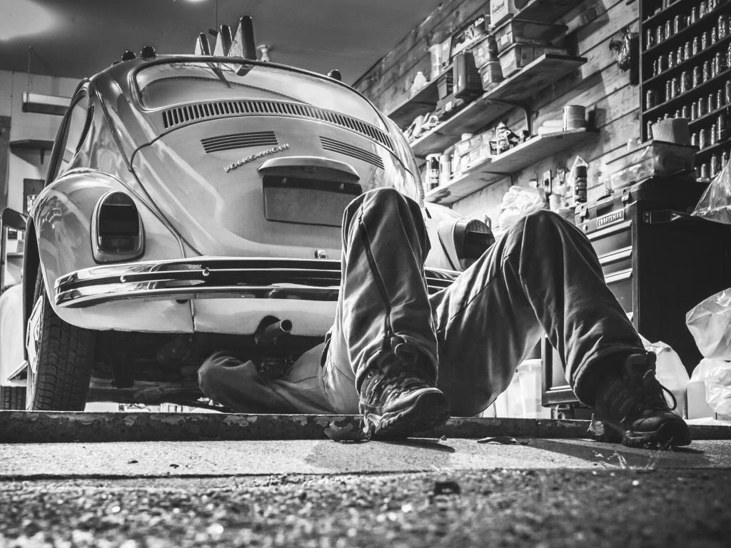 Statussymbol, Mobilitätsgarantie und irgendwann doch kaputt - das Auto! - copyright: pixabay.com
