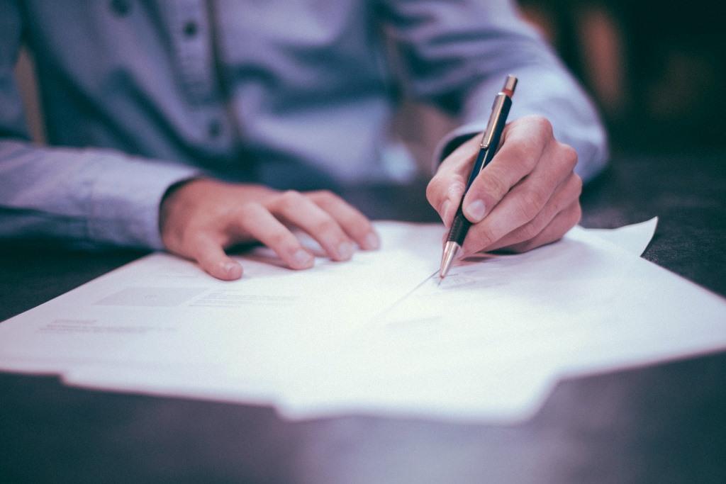 Vor der Vertragsunterzeichnung gilt - wie bei jedem Vertrag eigentlich - unbedingt das Kleingedruckte lesen! - copyright: pixabay.com