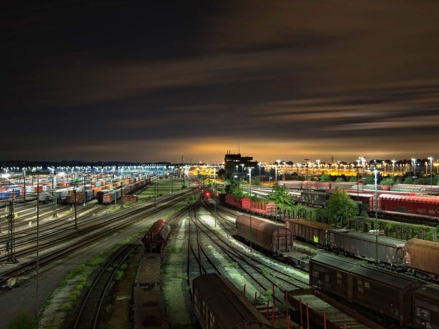 Das Güterverkehrszentrum Köln-Eifeltor ist einer der größten Umschlagplätze für kombinierten Güterverkehr im europäischen Binnenland. - copyright: pixabay.com