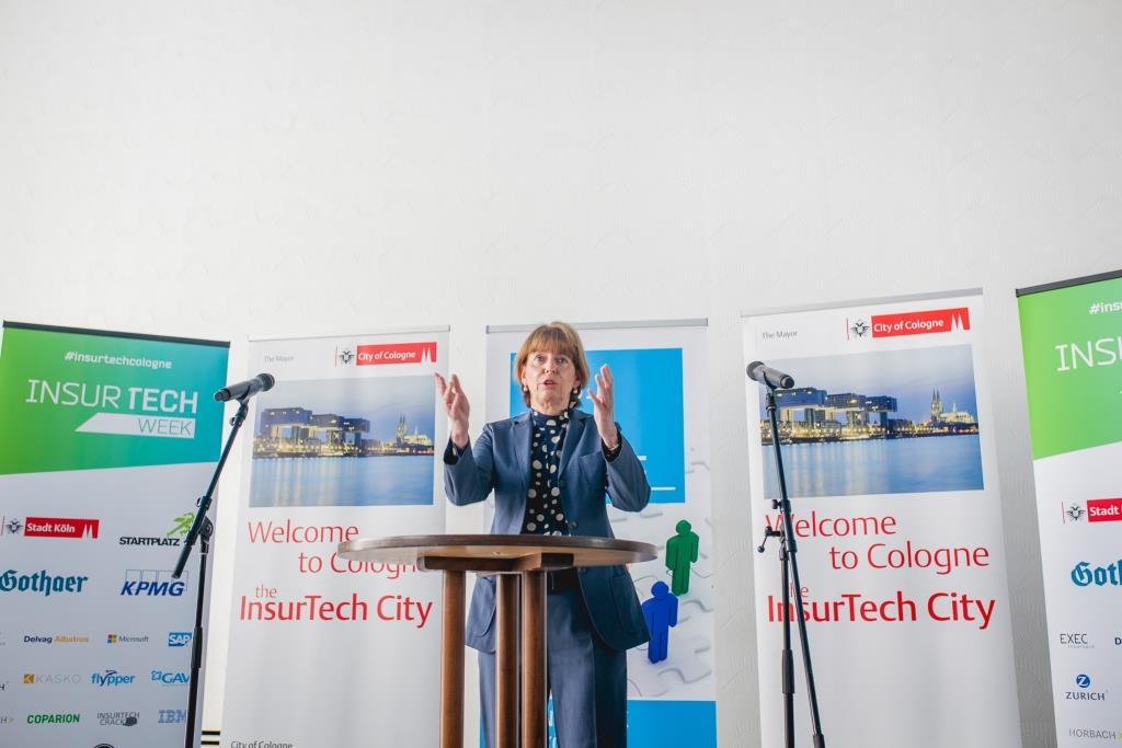 """Eröffnet wurde die InsurTech Week im Historischen Rathaus im Rahmen des """"Web de Cologne Startup Breakfasts"""" von Kölns Oberbürgermeisterin Henriette Reker. - copyright: STARTPLATZ"""