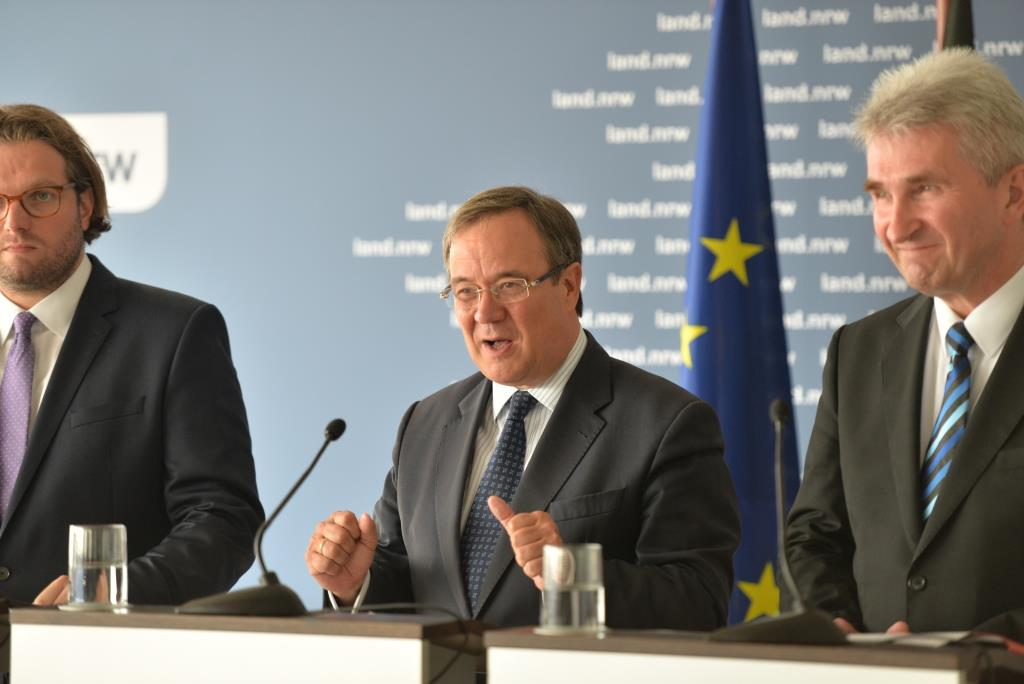 """NRW-Ministerpräsident Armin Laschet: """"Mit dem Entfesselungspaket setzen wir ein erstes klares Signal für eine dynamische wirtschaftliche Entwicklung unseres Landes."""" - Foto: Land NRW / M. Meyer-Piehl"""