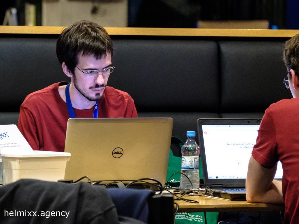 Hacker und Coder arbeiten 48 Stunden an digitalen Lösungsanwendungen - copyright: helmixx.agency