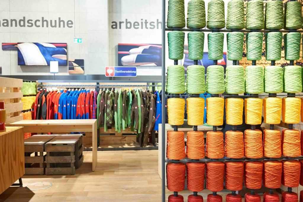 Es gibt etliche Möglichkeiten, seinem Unternehmen durch eine ansprechende Kleidung ein Corporate Design, also ein einheitliches Erscheinungsbild zu verleihen. copyright: engelbert strauss GmbH & Co. KG