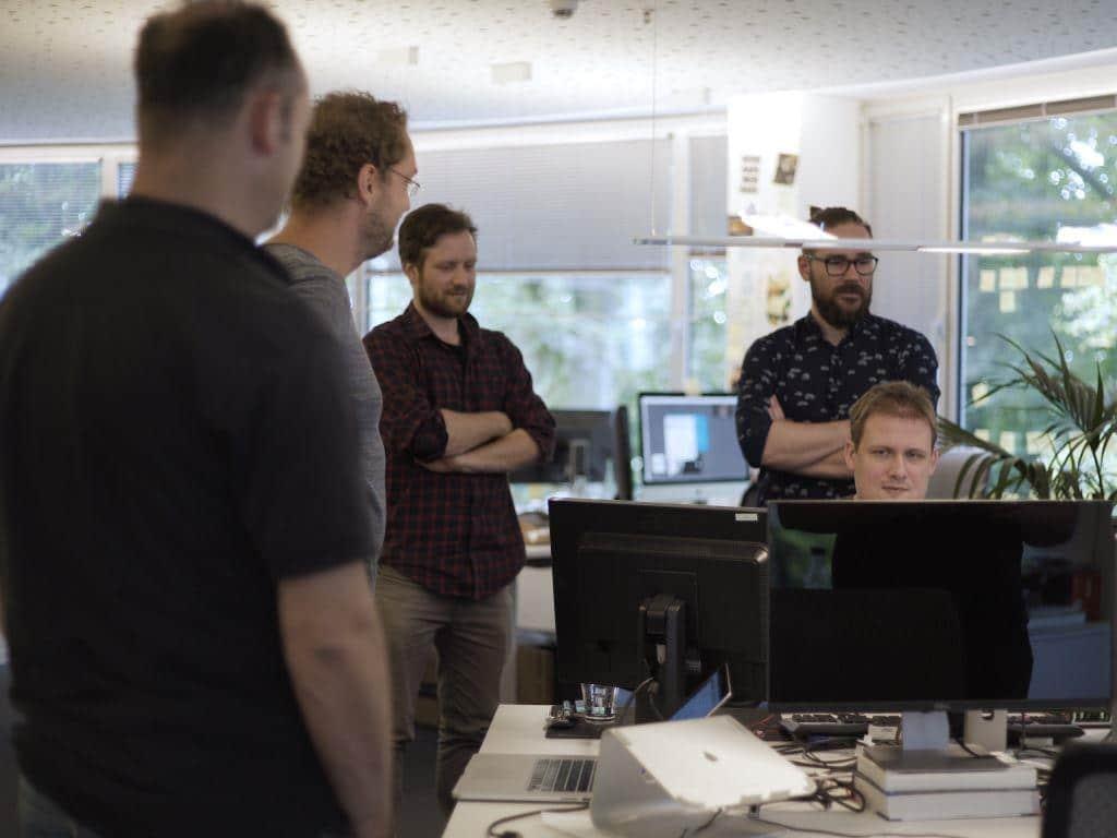 Die kreativen Köpfe bei Interactive Pioneers steckten viel Zeit in die Programmierung des neuen Video Chat Bots. copyright: Interactive Pioneers