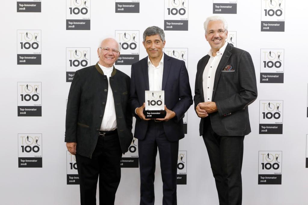 Ehrung der Ernst Blissenbach GmbH als Innovationsführer 2018 / v. l.: Ernst Blissenbach, Ranga Yogeshwar, Arnd Blissenbach copyright: KD Busch/compamedia GmbH