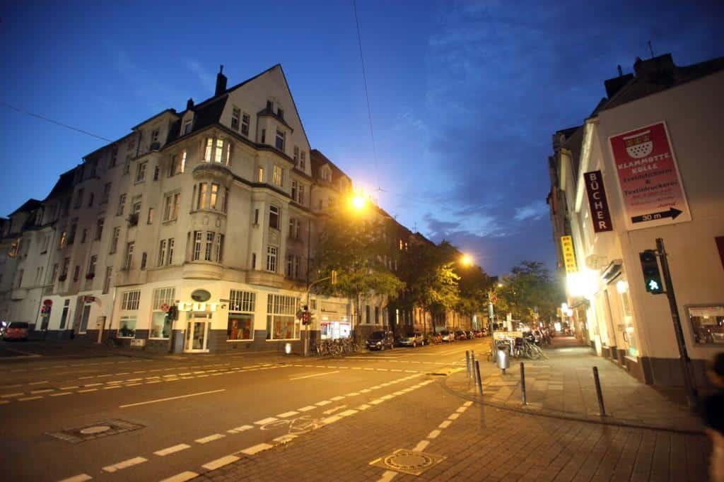 Auf der sogenannten Klimastraße, einem Teilstück der Neusser Straße in Köln-Nippes, wurden im Rahmen des Projektes SmartCity Cologne die ersten Laternen mit intelligenten LED-Modulen ausgestattet. copyright: RheinEnergie AG