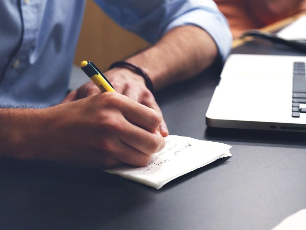 Weiterbildung bzw. Fortbildung wirkt anregend, Lernen hält geistig fit und zum beruflich flexibel. copyright: pixabay.com