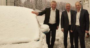 Prof. Dr. Andreas Pinkwart, Gunnar Herrmann und Jörg Beyer (v. l. n. r.) in der eingeschneiten Klimakammer im neuen Klima-Windkanal-Testzentrum. copyright: Ford