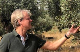 Der ehemalige Marketingexperte Hartmut Zastrow handelt jetzt mit Olivenöl. Copyright: Alcorneo Hartmut-Zastrow