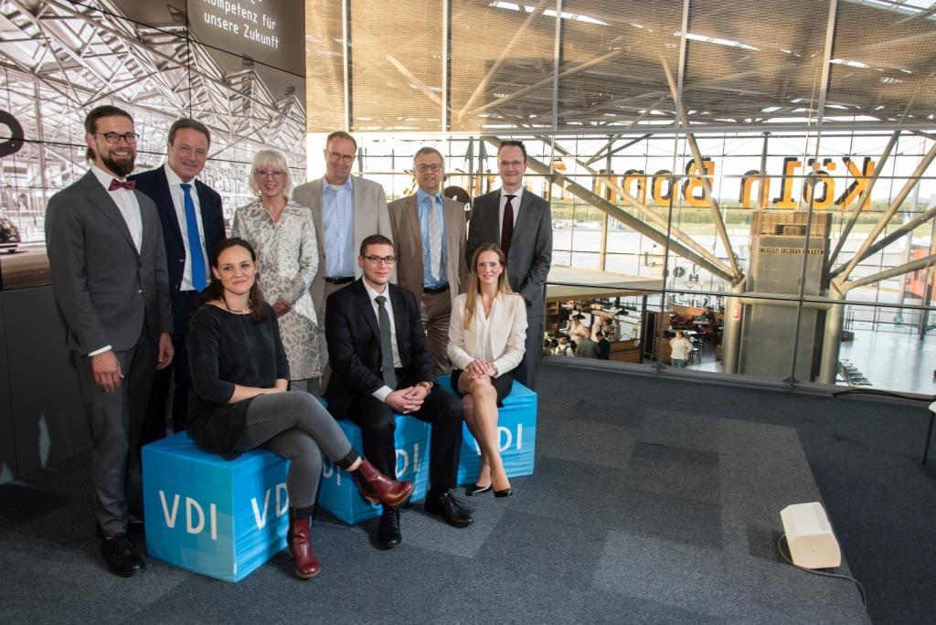 Die VDI Förderpreisträger 2017 im Bereich Technik mit Kölns Bürgermeisteirn Elfi Scho-Antwerpes (4.v.l.). Copyright: VDI Kölner BV