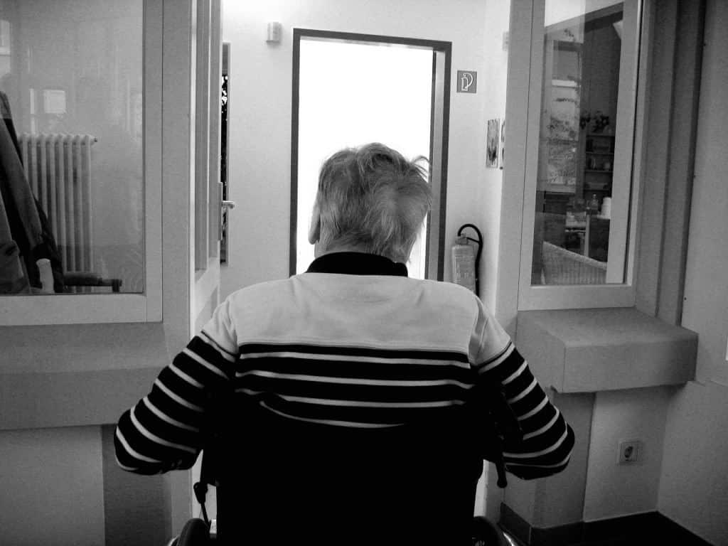 Es fehlt an Pflegepersonal. Da bleibt der Patient sich allein überlassen. Copyright: pixabay