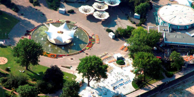 Auch der Tanzbrunnen samt Open-Air-Theater sowie dem km 689 Cologne Beach Club gehören zu den Portfolio-Locations der KölnKongress GmbH. Copyright: KölnKongress