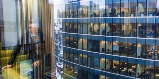 Wie sich der Arbeitsalltag verändert: Büros heute und früher