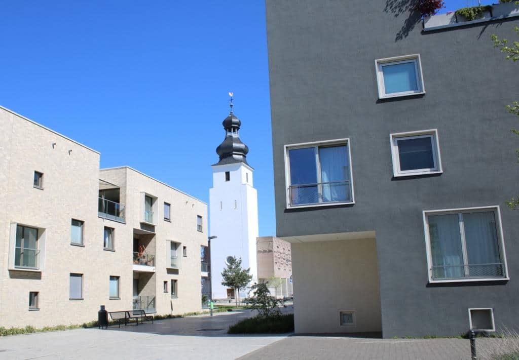 Alle Gebäude im selben Stil - die Vorteile: schnelle Bauzeit, geringere Kosten. Credit: Christian Esser