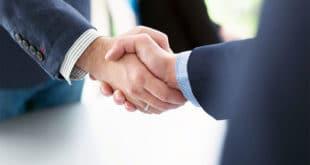 Eine Möglichkeit, mit überschaubaren Investitionen einen eigenen Betrieb auf die Beine zu stellen, ist, dies als Partner eines Franchising-Systems zu tun. copyright: Envato / dotshock