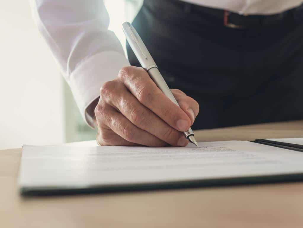 Welche Rechtsform ist im Hinblick auf die Abgaben am günstigsten? copyright: Envato / Gajus-Images