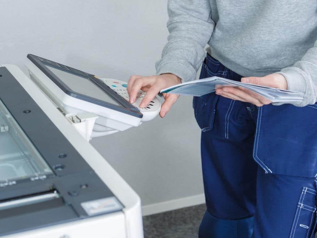 Oft lassen sich Probleme am Drucker per Fernwartung lösen, so muss kein Techniker vor Ort nach den Fehlern suchen. copyright: Envato / Phovoir