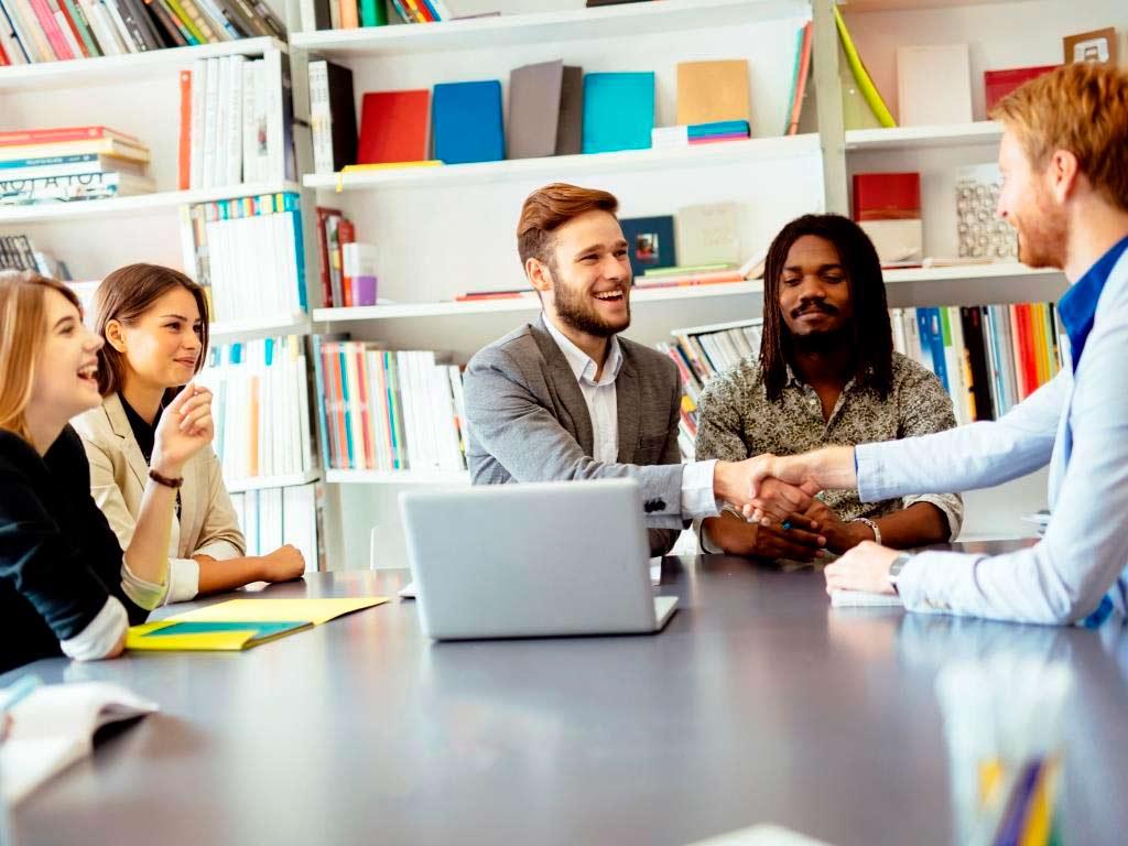 Mitarbeiter finden wird zum Teamwork copyright: Envato / nd3000