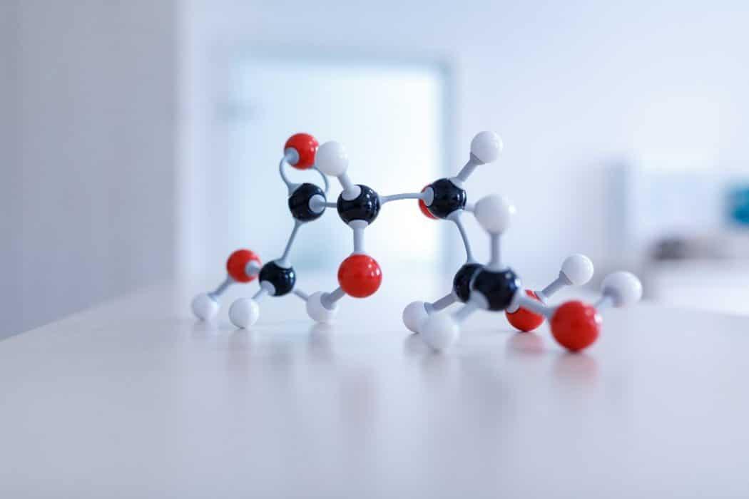 In einem speziellen Verfahren wird der natürliche Bestandteil der Rüben verändert, indem seine Molekülstruktur weiterentwickelt wird. Credit: Savanna Ingredients