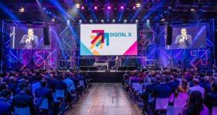 20.000 Besucher konnten sich bei der Digital X in den Kölner Messehallen über aktuelle Trends der Digitalisierung informieren und rund 200 Vorträgen von 120 international bekannten Speakern lauschen. copyright: Digital X / Deutsche Telekom AG