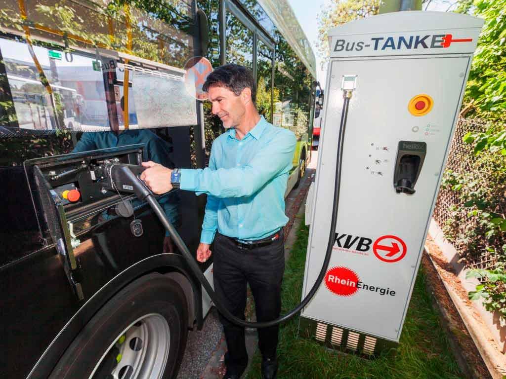 Durch die Umstellung der Busse auf E-Mobilität soll der Ausstoß von Kohlendioxid im Busverkehr reduziert werden. copyright: Christoph Seelbach / Kölner Verkehrs-Betriebe AG
