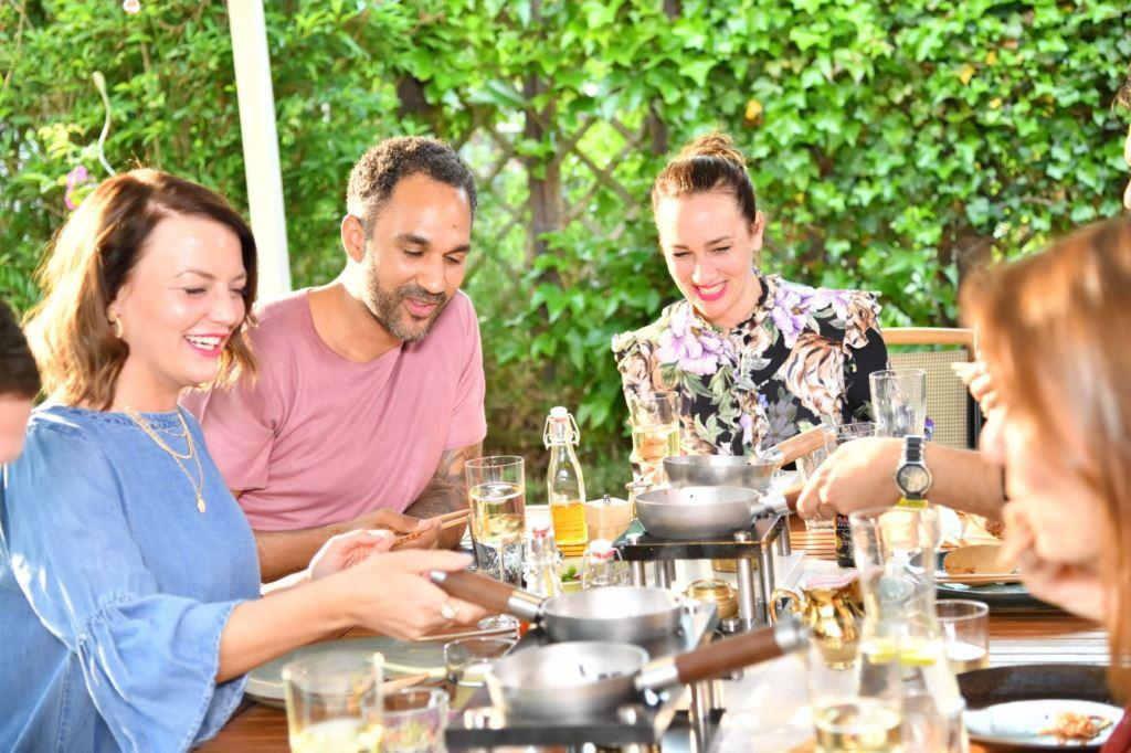 De Wok bietet ein geselliges Essen mit Freunden, ganz ohne Strom. copyright: De Wok