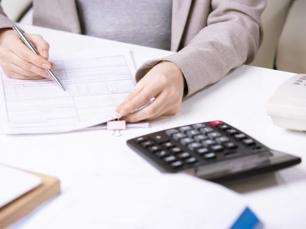Einnahmen-Überschuss-Rechnung (EÜR) für Freiberufler und Kleinunternehmen copyright: Envato / Pressmaster
