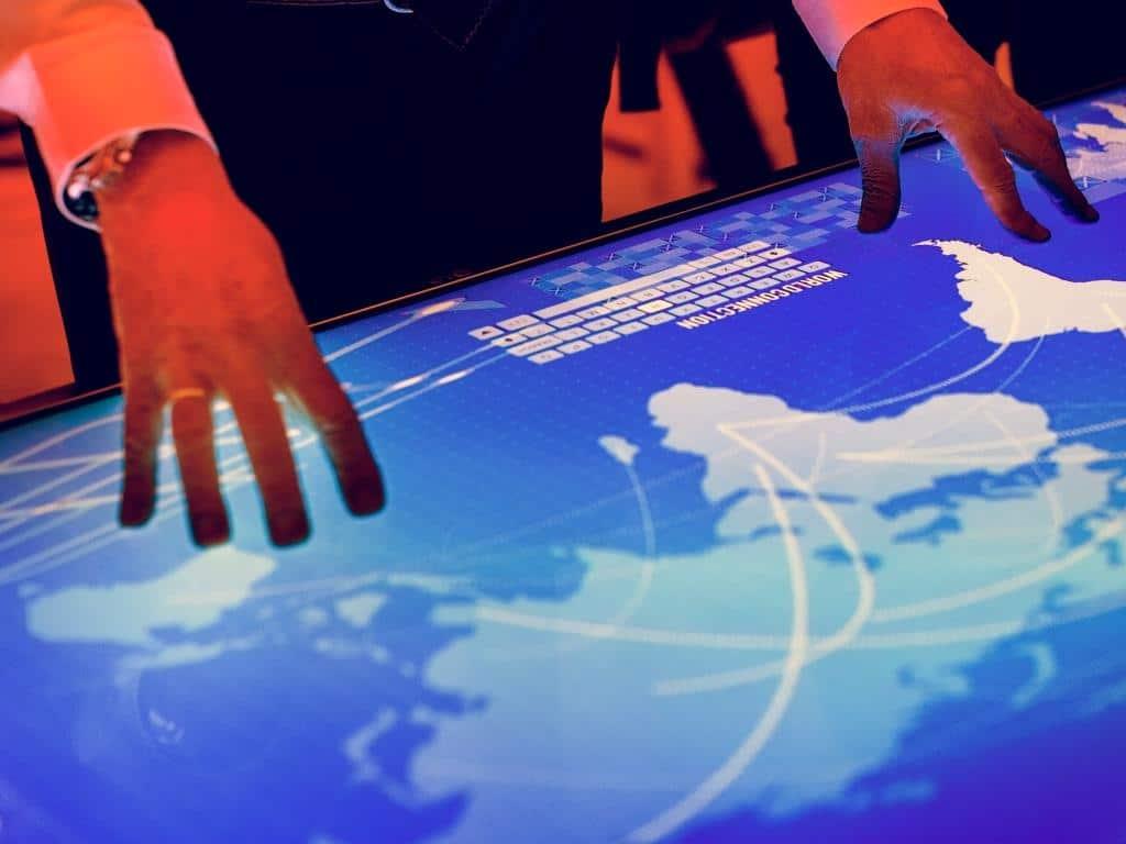 Spur der Cyber-Attacken führt oft Richtung Osten copyright: Envato / Rawpixel