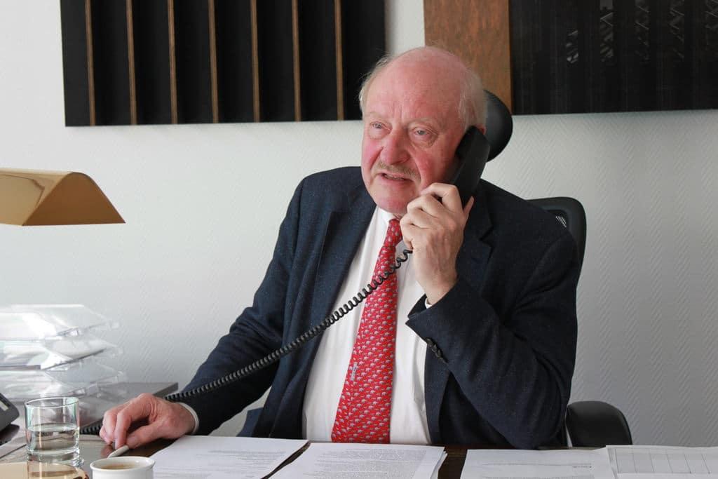 Das Telefon ist das wichtigste Kommunikationsmittel von Konrad Adenauer in Corona-Zeiten. Credit: Alexander Wloka