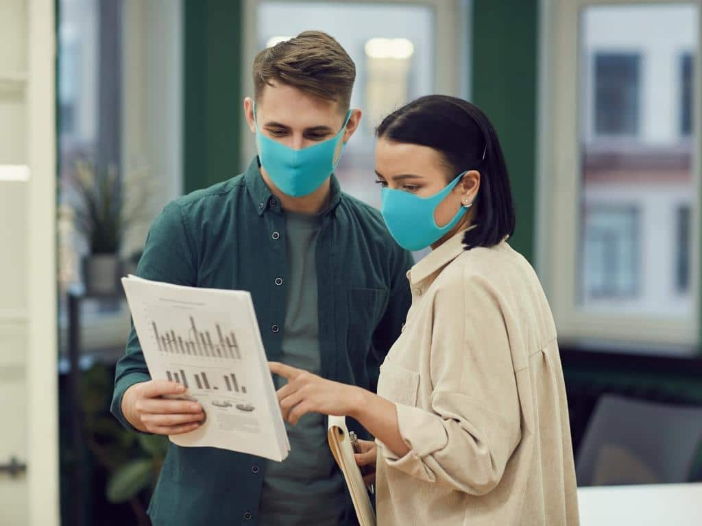 Was Betriebe für den Gesundheitsschutz tun müssen copyright: Envato / AnnaStills