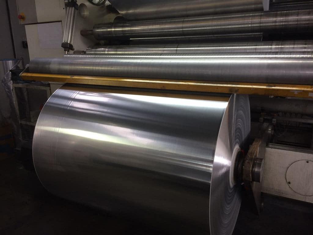 In der Isolation ist weiterhin häufig echte Aluminiumfolie gefragt, da diese in Sachen Dampfsperre und Isolationseigenschaften immer noch das Nonplusultra ist. Copyright: Alfipa