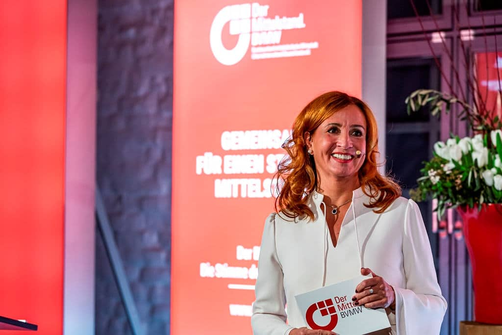 Margit Schmitz denkt gerne an die vergangenen erfolgreichen Veranstaltungen des Verbandes zurück. copyright: Industriefotografie Steinbach