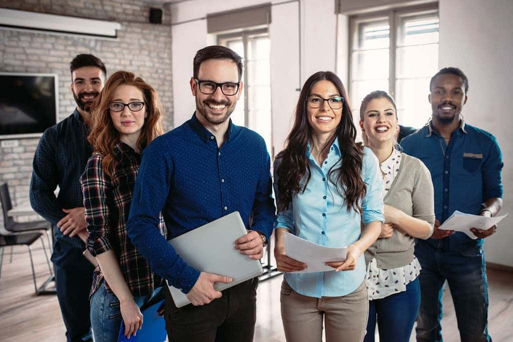 Je bunter, desto besser: Unterschiedlich zusammengestellte Teams sind aufgrund der verschiedenen Perspektiven ein Gewinn für jede Art von Organisation. copyright: Envato / nd3000