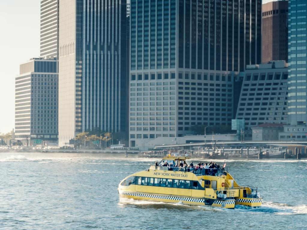 In New York längst Alltag und für die Kölner Region noch Zukunftsmusik: Ein Wasserbus-System. copyright: Envato / twenty20photos