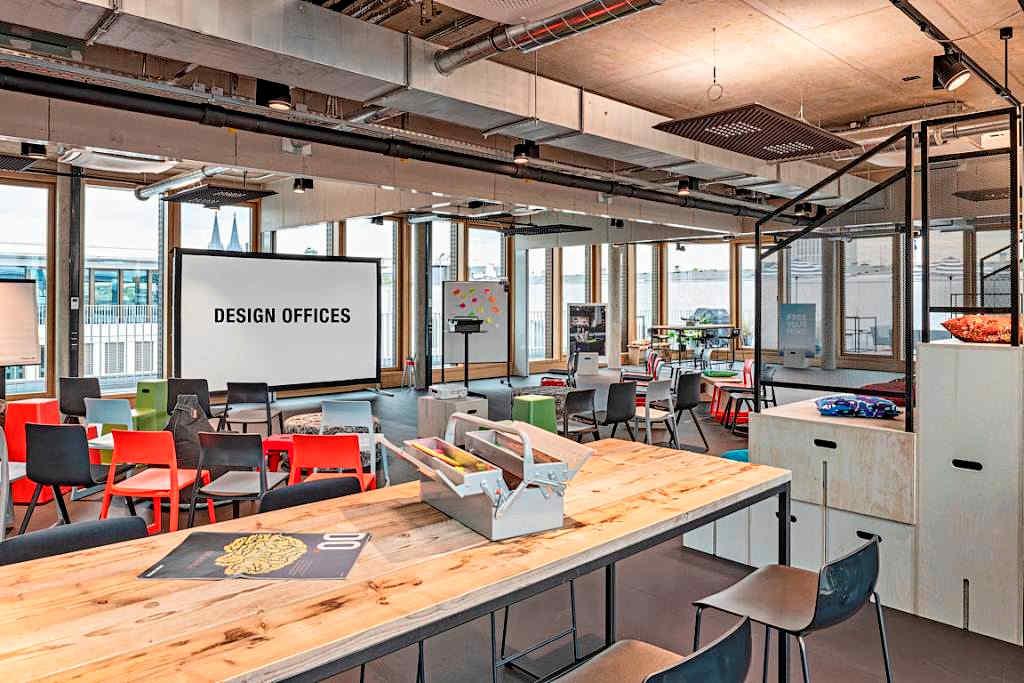 Von der Rooftop Lounge im Standort Mediapark ist sogar der Kölner Dom zu sehen. copyright: Design Offices GmbH