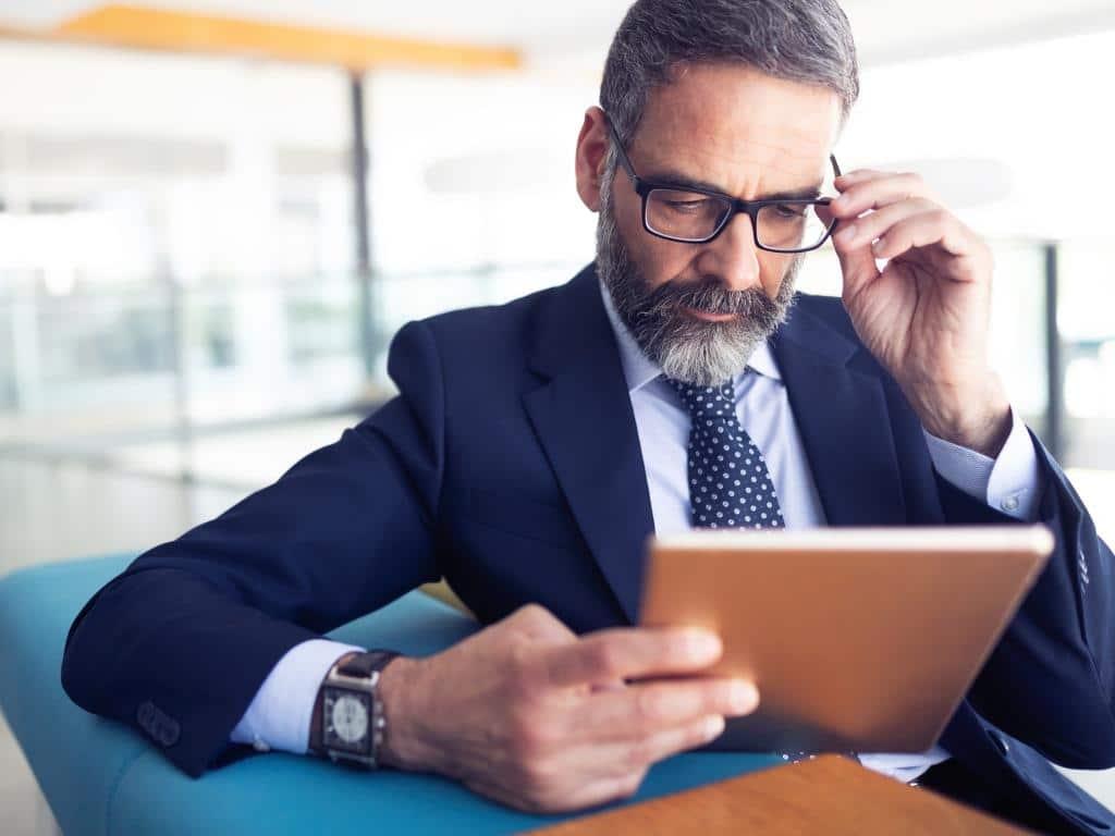 Der neue Geschäftsführer sollte unter anderem über fachliche Kompetenz sowie Branchenkenntnisse verfügen. copyright: Envato / nd3000